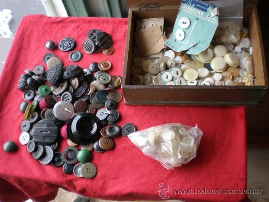 LOTES DE BOTONES ANTIGUOS,EN NACAR,HUESO,MARFIL Y OTROS METALES (Antigüedades - Moda - Encajes)