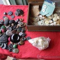 Antigüedades: LOTES DE BOTONES ANTIGUOS,EN NACAR,HUESO,MARFIL Y OTROS METALES. Lote 23488289