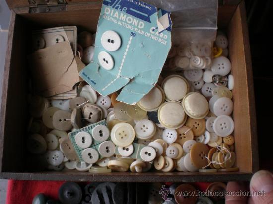 Antigüedades: lotes de botones antiguos,en nacar,hueso,marfil y otros metales - Foto 2 - 23488289
