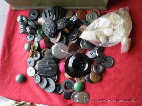 Antigüedades: lotes de botones antiguos,en nacar,hueso,marfil y otros metales - Foto 3 - 23488289