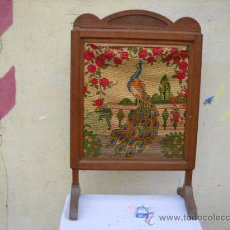 Antigüedades: PRECIOSO Y ANTIGUO TAPIZ DE PUNTO DE CRUZ CON MUY BUEN BASTIDOR TODO DE ROBLE. Lote 26305461