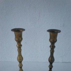 Antigüedades: PAREJA DE CANDELABROS DE BRONCE. Lote 23633438