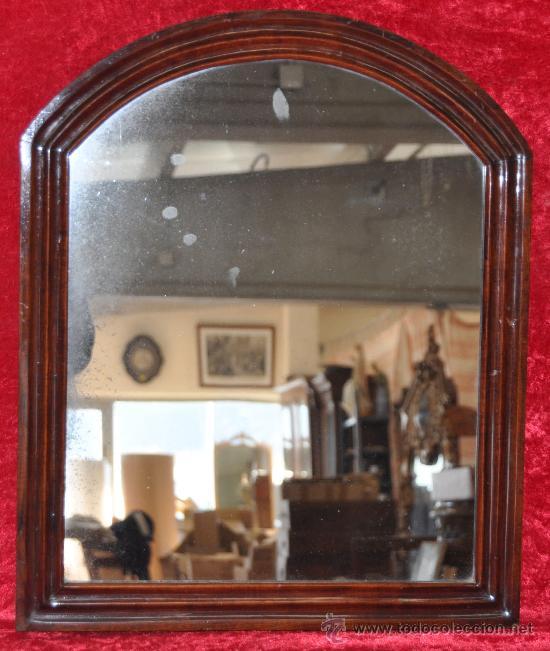 ANTIGUO ESPEJO EN CAOBA DE LOS AÑOS 30 EN FORMA DE MEDIA CAPILLA (Antigüedades - Muebles Antiguos - Espejos Antiguos)