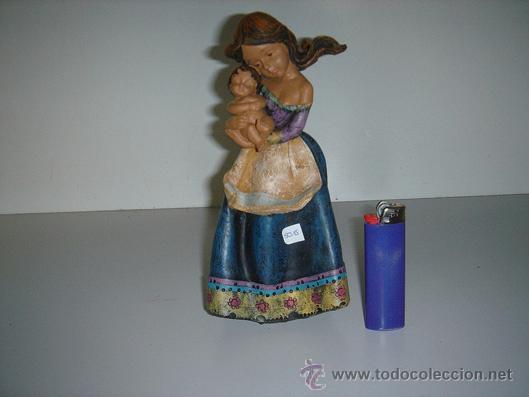 FIGURA DE LA MADRE CON SU HIJO (Antigüedades - Hogar y Decoración - Figuras Antiguas)