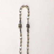 Antigüedades: ROSARIO DE NÁCAR, 38 CM DE LARGO , TAMAÑO CRUZ: 6 CM DE LARGO, ,. Lote 23716156