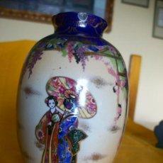 Antigüedades: BELLEZA. JARRON FLORERO.3. TEMA ORIENTAL.CHINA O JAPON. GEISHAS. KIRALPO WARE. K & CO. ENGLAND. Lote 26734067