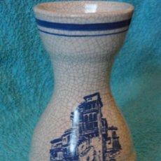 Antigüedades: JARRON DE CERAMICA CON CASAS COLGANTES. 16 CM. CUENCA AÑOS 80. Lote 27013639