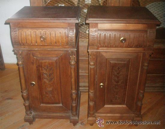 2 MESITAS ANTIGUAS DE NOGAL Y CASTAÑO. MEDIDA 71X42X36 (Antigüedades - Muebles Antiguos - Veladores Antiguos)