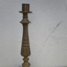 Antigüedades: CANDELABRO DE BRONCE. Lote 24204683
