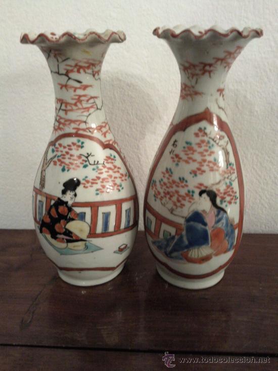 ANTIGUA PAREJA DE JARRONES CHINOS DE PORCELANA PINTADOS A MANO (Antigüedades - Porcelanas y Cerámicas - Otras)