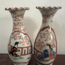 Antigüedades: ANTIGUA PAREJA DE JARRONES CHINOS DE PORCELANA PINTADOS A MANO. Lote 27011768