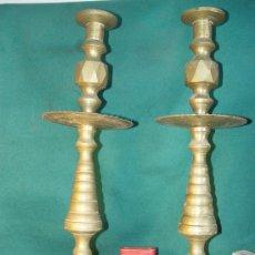 Antigüedades: PAREJA DE CANDELABROS DE BRONCE - 47 CM. ALTO -. Lote 27038058