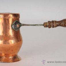 Antigüedades: CHOCOLATERA DE COBRE Y MANGO DE MADERA, S.XIX. Lote 24368642