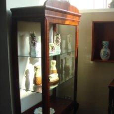Antigüedades: ANTIGUA VITRINA EN MADERA DE CAOBA - RESTAURADA. Lote 26431447