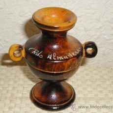 Antigüedades: ANFORA MINIATURA DE MADERA BARNIZADA . ALMUÑECAR AÑOS 60. Lote 27437226