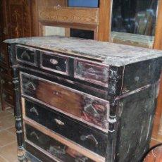 Antigüedades: CÓMODA ALFONSINA CON COLUMNAS EN MADERA DE NOGAL PARA RESTAURAR.. Lote 175482582