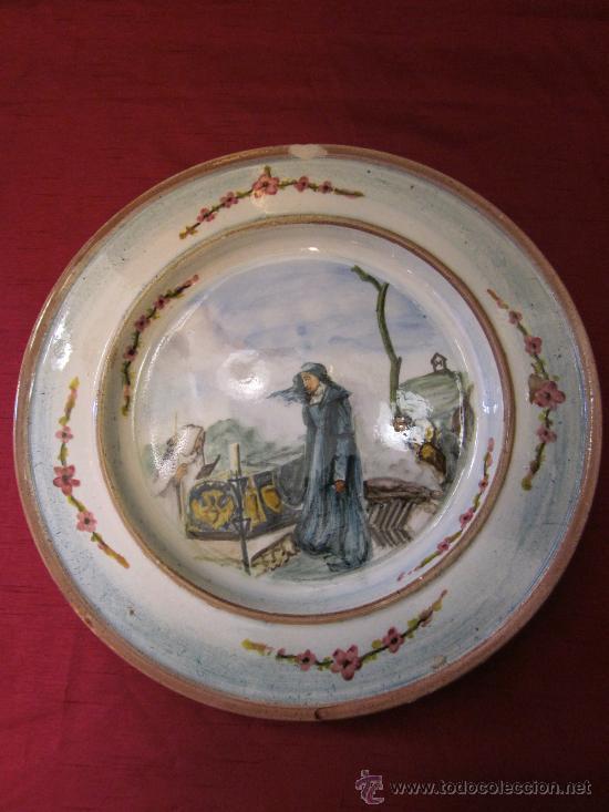 ANTIGUO PLATO DE CERÁMICA PARA COLGAR PINTADO A MANO (Antigüedades - Porcelanas y Cerámicas - Otras)