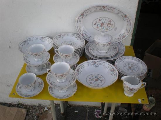 VAJILLA A JUEGO DE PORCELANA FIRMADA (Antigüedades - Porcelanas y Cerámicas - Otras)
