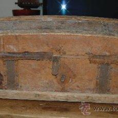 Antigüedades: BAÚL DE VIAJE EN MADERA Y CUERO.. Lote 41277680