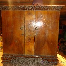 Antigüedades: PEQUEÑO Y MUI BONITO ARMARIO DE NOGAL,AÑOS 40-50. Lote 27497943