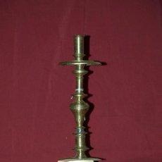 Antigüedades: CANDELERO BRONCE. ESPAÑA S. XVII. Lote 24692410