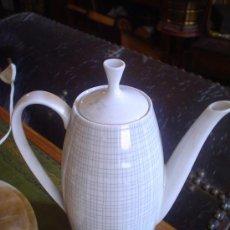 Antigüedades: CAFETERA DE PORCELANA. Lote 26406136
