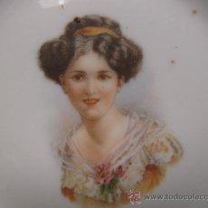Antigüedades: PRECIOSO Y ANTIGUO PLATO DE PORCELANA CALADA PP.SG.XX. MODERNISTA 1900-1920, BELLA JOVEN.. Lote 26267800