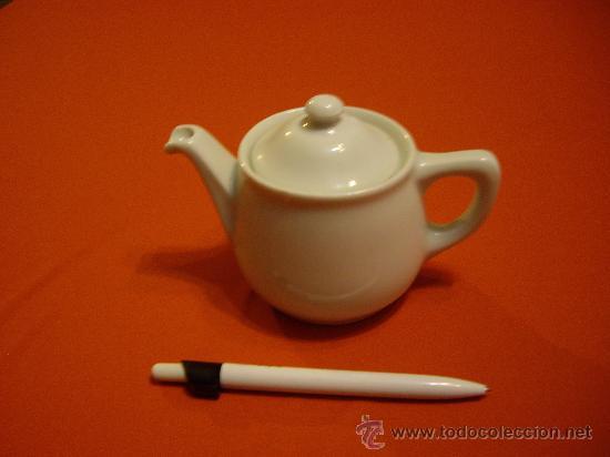 CAFETERA DE PORCELANA BLANCA (Antigüedades - Porcelanas y Cerámicas - Otras)