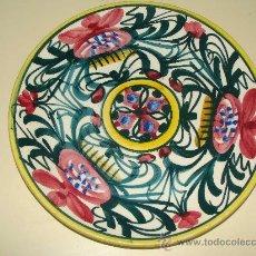 Antigüedades: PLATO DE CERÁMICA. MANISES. PINTADO A MANO. CON SELLO GRABADO. 22,5 CM. . Lote 24943786