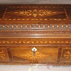 Antigüedades: UNICA CAJA EN MADERA DE PALISANDRO - REALIZADA POR EL PINTOR EUGENIO OLIVA. Lote 26390551