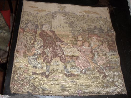 ANTIGUO TAPIZ 49 X49 CM . ESCENA COSTUMBRISTA. JUEGOS INFANTILES. (Antigüedades - Hogar y Decoración - Tapices Antiguos)