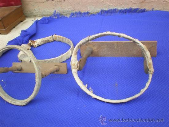 2 BORDADOLES DE MADERA ANTIGUA (Antigüedades - Moda - Encajes)