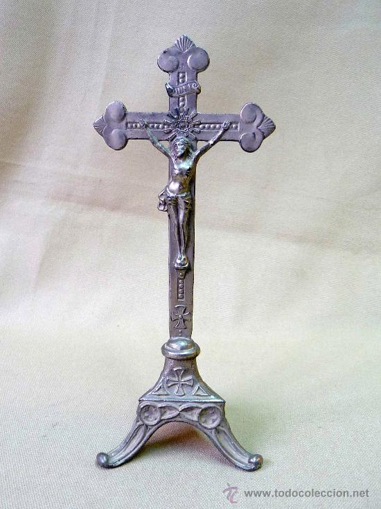 MARAVILLOSO CRUCIFIJO DE METAL, DE UNA PIEZA, SIGLO XX, 21 X 8,5 CM (Antigüedades - Religiosas - Crucifijos Antiguos)