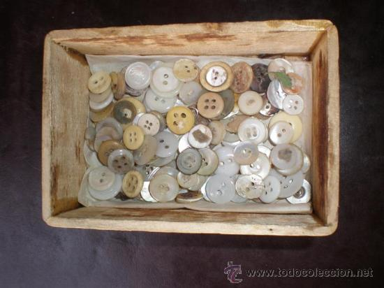 127 PEQUEÑOS BOTONES DE NACAR Y MARFIL (Antigüedades - Varios)