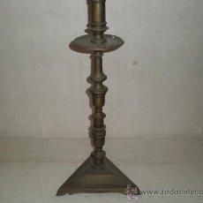 Antigüedades: CANDELABRO DE BRONCE. Lote 27063252