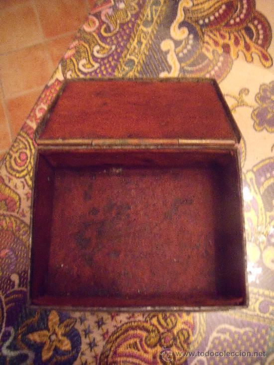 Antigüedades: ANTIGUO JOYERO EN MARFIL O HUESO FORRADO DE CUERO CON DIBUJOS ÉTNICO EN METAL BLANCO LABRADO - Foto 5 - 27220279
