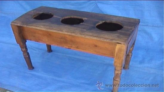 CANTARERA DE NOGAL PARA TRES BOTIJOS CANTARO (Antigüedades - Muebles Antiguos - Revisteros Antiguos)