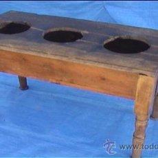 Antigüedades: CANTARERA DE NOGAL PARA TRES BOTIJOS CANTARO. Lote 26994448