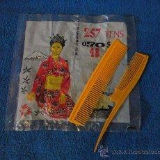 Antigüedades: 2 PEINES DE PLASTICO SIN ESTRENAR CON SU BOLSA ORIGINAL. MADE IN CHINA. AÑOS 60. Lote 27087662