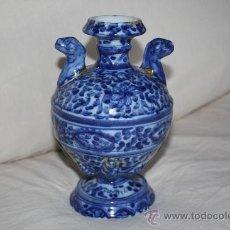 Antigüedades: ORIGINAL JARRÓN DE TALAVERA. SELLO EN BASE. MEDIDAS: ALTURA: 19.5 CMS. BOCA: 5 CMS. BASE: 9 CMS.. Lote 27179327