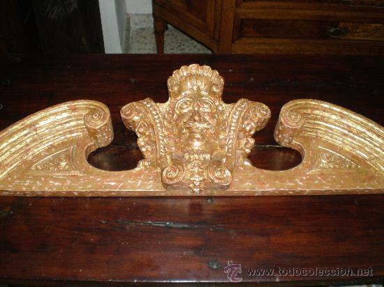 REMATE DE TALLA DE MADERA DORADA (Antigüedades - Muebles Antiguos - Revisteros Antiguos)