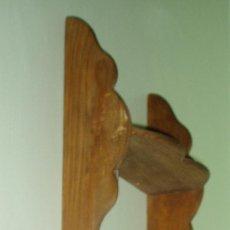 Antigüedades: REPISA DE TRES ESTANTES. ALTO 65 CM ANCHO 19,5 CM PROFUNDIDAD ESTANTES 8,5 CM. Lote 27243126