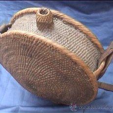 Antigüedades: ANTIGUA CANTIMPLORA DE MIMBRE 32 CM DIÁMETRO.. Lote 25920582