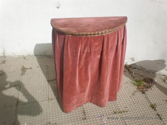 CONSOLA DE MADERA CO TAPA Y TELA ANTIGUA (Antigüedades - Muebles Antiguos - Consolas Antiguas)