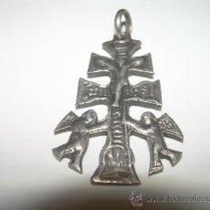 Antigüedades: MUY ANTIGUA CRUZ DE CARAVACA DE PLATA....CON CONTRASTE.. Lote 25965084