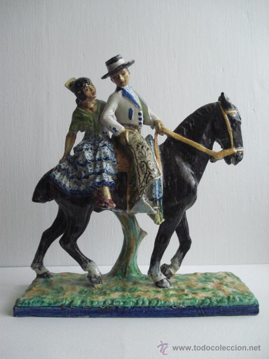 FLAMENCOS A CABALLO . FIGURA DE CERAMICA VIDRIADA DE TRIANA.1900 (Antigüedades - Porcelanas y Cerámicas - Triana)