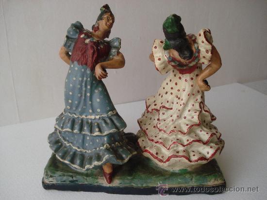 FLAMENCAS BAILANDO. FIGURA DE CERAMICA -BARRO DE TRIANA S.XIX- TERRACOTA (Antigüedades - Porcelanas y Cerámicas - Triana)