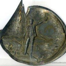 Antigüedades: PLACA MODERNISTA EN METAL PLATEADO CON ESCENA MARINERA 21X25 CM.. Lote 27483718