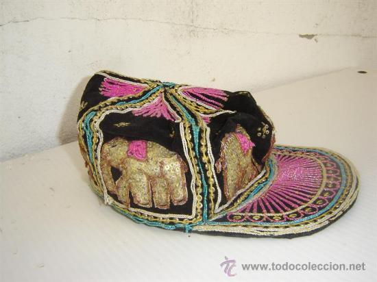 GORRA BORDADAS CON LENTEJUELAS (Antigüedades - Moda - Encajes)