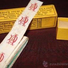 Antigüedades: ANTIGUA TIRA DE CINTA PARA MARCAR ROPA BORDADA EN COLOR ROJO CON LAS INICIALES 'D' Y 'A'. Lote 26224838
